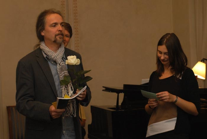 Für Katharina Schmidt wird der Preis für den dritten Platz stellvertretend entgegengenommen.