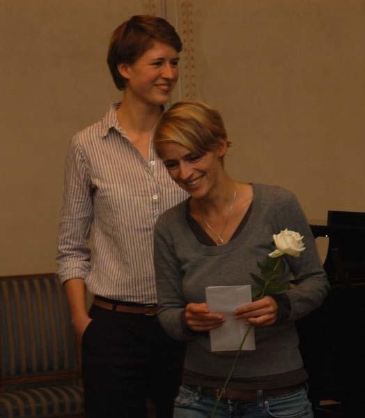 Katharina Emde und die Gewinnerin des Rochlitzpreises 2013 Barbara Schnalzger (rechts).
